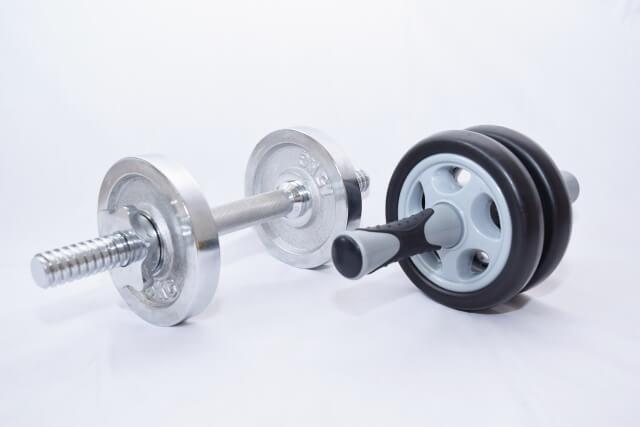 体力トレーニンググッズのダンベル