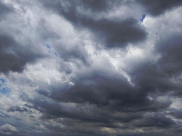 曇りの天気