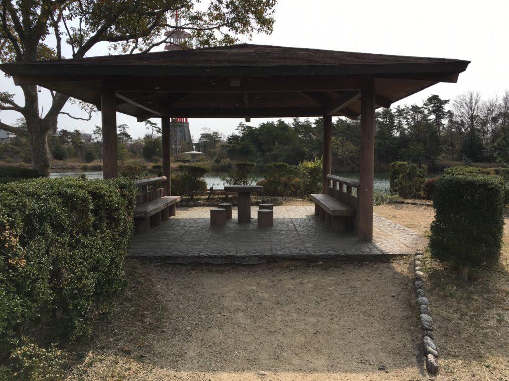 浮島のベンチ