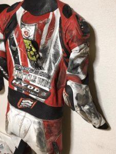 汚れたレーシングスーツ