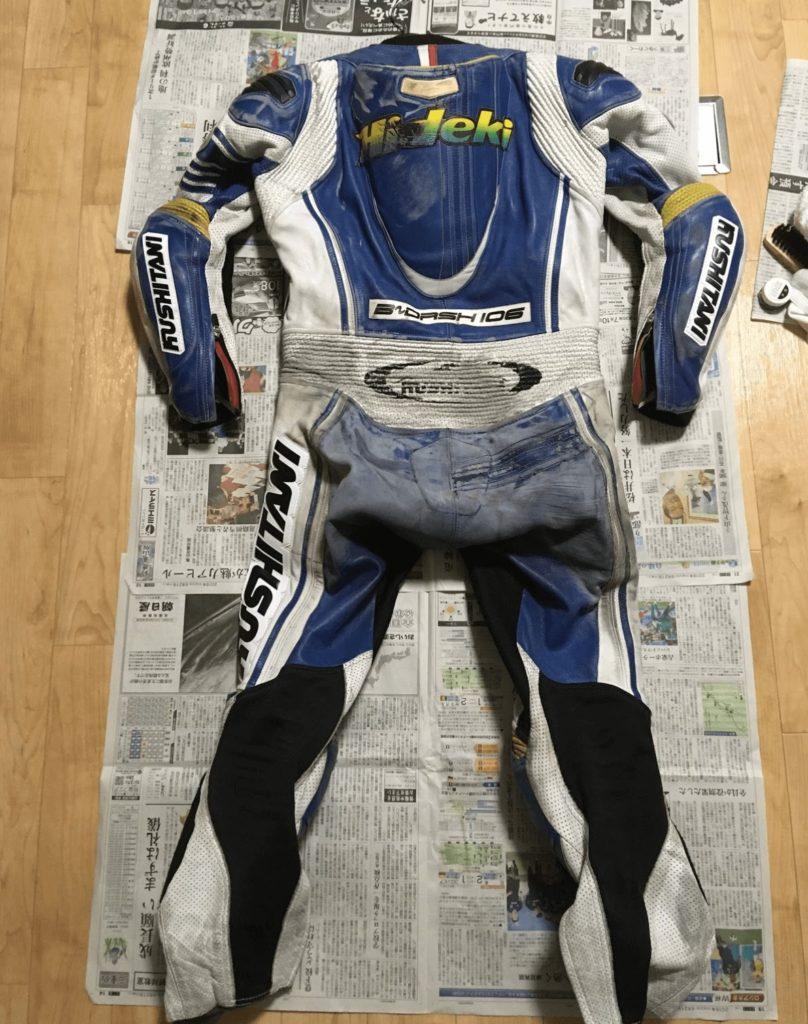 修理前のレーシングスーツ